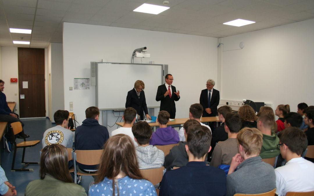 Ein Highlight am Schiller-Gymnasium – Besuch der französischen Botschafterin Anne-Marie Descôtes und des Bundestagsabgeordneten Gunther Krichbaum