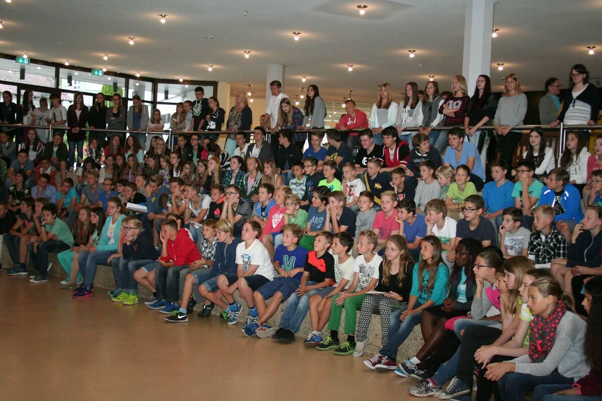 Schulversammlung und Preisverleihung zum Schuljahresende